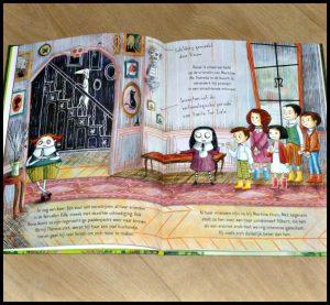 Mortina: Het vreselijke neefje Barbar Cantini Zelf Lezen voorleesboek boekenreeks Mortina vrienden verrassing zombiemeisje vervallen villa spoorloos verdwenen vleermuizen enge elementen leesboek voorleesboek recensie review
