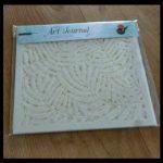 Mijn Art Journal 15 Sjablonen MUS Creatief pakketje kunststof schoonmaken materialen kusntdagboekpagina's textuurpasta krijt PanPastel waterverf acrylverf handig tools gebruiken behang poppenhuis creatief doeleinden recensie review