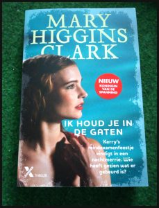 Ik houd je in de gaten Mary Higgins Clark Thriller Xander Uitgevers zwembad levenloos eindexamenfeestje waarheid auteur boeien enthousiast nieuwsgierig gebeurtenis drijft wegleggen spanning noodlottig ongeluk onderzoek daders zus verstandig recensie review